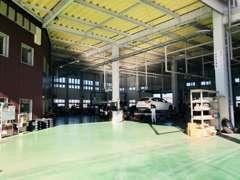もちろん、整備工場完備です。購入後のアフターフォローまでお任せください!