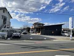 第2展示場です。商用車も得意です!○○円以下で乗り出したい!そんなお客様はお気軽にご相談下さい。注文販売も得意です。