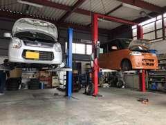 認証工場完備。オイル・タイヤ交換から車検整備までお任せ下さい