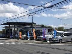お買得な軽自動車コンパクトカーを中心に約30台展示しています