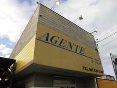黄色い看板が目印のアットホームな雰囲気のお店です^^