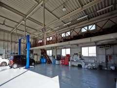 自社整備工場を併設しまおります。納車後のメンテナンスもお任せ下さい。