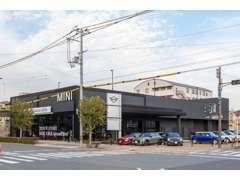 弊社はBMWMINI正規ディーラー株式会社モトーレン阪神でございます。認定中古車保証付きで全国のディーラーにて対応可能!