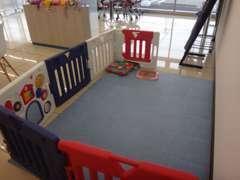 キッズコーナーがございますので、お子様をお連れのお客様も安心してご来店くださいね!