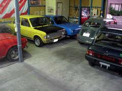 明石店はイタリア車がいっぱい、お気軽にご来店下さい。土日になればユーザーさん集合で車談話に和気合い合いです。