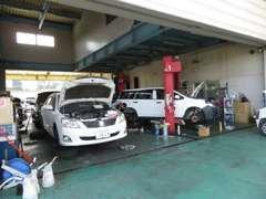 自社指定整備工場を完備!車検や整備など、お客様のご要望に合わせたサービスを行っているのが当社の車検サービスになります。