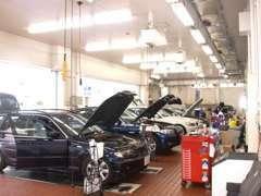 BMW正規ディーラーの充実した設備のサービス工場が隣接しております!