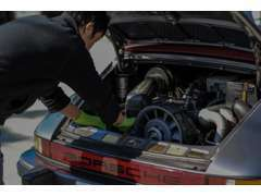 車両の整備、点検も弊社熟練スタッフが自社工場にて行なっております。販売後のサポートもお任せ下さい。