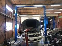 リフト付きの認証工場にて、お客様が安心できる内容の整備をします!国産車もマニアックな外車もお任せください(*^-^*)♪