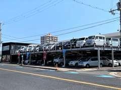 買取直販の車両も多く、軽自動車~プレミアムカー迄多くを扱っております。こんな車が欲しい!などのご注文も承っております。