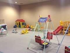 広々したキッズコーナーがあり充実した遊具、絵本、そしてビデオコーナーでお子様も退屈させません。