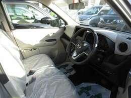 運転席もゆったりスペース!!