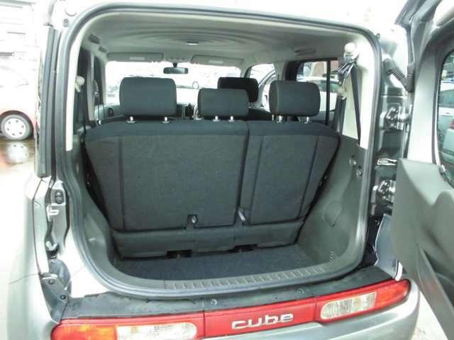 リヤシート可倒式で畳めば大きな荷物も積めます