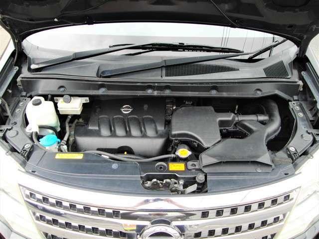 2000ccタイミングチェーン式のエンジンです。