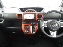 軽自動車トップクラスの室内高で開放感があり、視界も良好です☆オレンジのアクセントカラーが加わったおしゃれなインパネデザインです♪