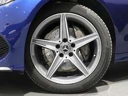 【AMGアルミホイール】18インチ5スポークアルミホイールを装着!Mercedes-Benzロゴ入りブレーキキャリパーでアクセント♪