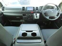 運転席エアバッグ/ABS/キーレス/イモビライザー/排ガス浄化スイッチ/フロントエアコン/リヤクーラー/リヤヒーター/社外ドライブレコーダー(KENWOOD/DRV-320)が装備されています。