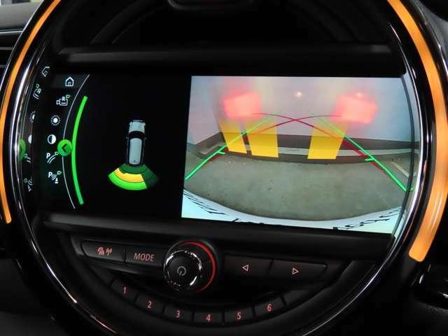 MINI NEXT目黒で純正ナビ装備車をご成約のお客様に地図情報を最新のものにアップデートしてご納車させて頂きます。