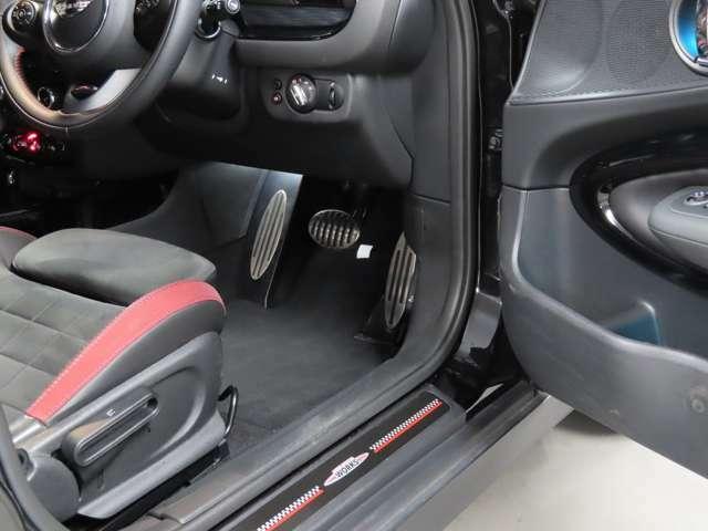 MINI NEXT目黒では全国納車に対応しております。担当スタッフがご自宅までご納車にお伺いする事も可能です。輸送会社任せではなく、安心してお買い求め頂けます。(別途有償)
