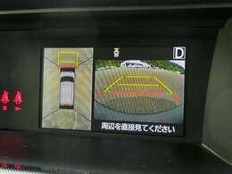 リバースにギアを入れるとリヤカメラで後方と車の周りを映します