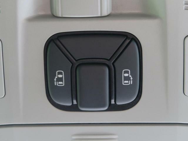 オプション両側電動スライドドアを装備♪【ワンタッチで自動でオープン&クローズ♪親御さんに大人気の装備です!運転席からの操作もできますので送迎にも便利ですね♪】