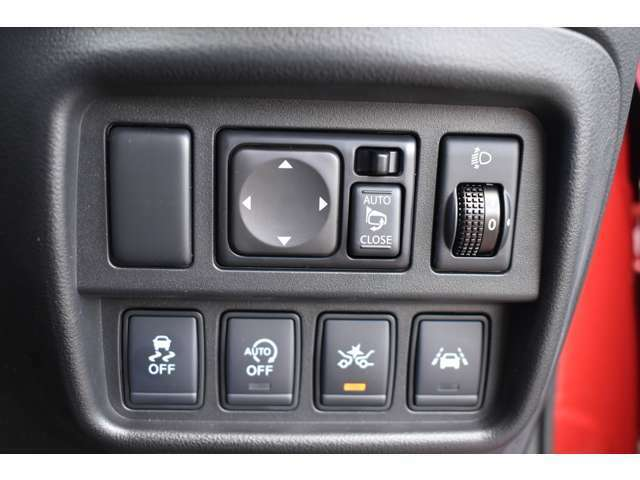 衝突被害軽減ブレーキや横滑り防止支援システムなど最新安全装備搭載!