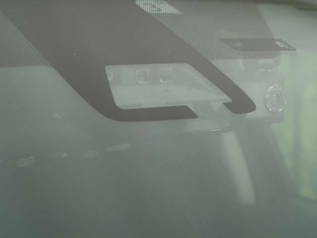 【トヨタセーフティセンス】走行中に前方の車両等を認識し、衝突しそうな時は警報とブレーキで衝突回避と被害軽減をアシスト。より安全にドライブをお楽しみいただけます。