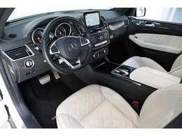 ダイヤモンドステッチ入りのシートや、AMGカーボン&ピアノインテリアトリムが社内の高級感をより増しております。
