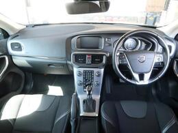 特別仕様車V40D4ダイナミックエディションのご紹介です。特別仕様の18インチアルミホイールが目を引きます♪その他シートヒーターなどドライブを快適にする装備や安全装備も充実しております!