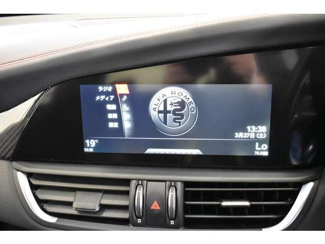 8.8インチの大型ディスプレーを搭載し、且つアップルカープレイ&アンドロイドオートを自在に操作可能です。