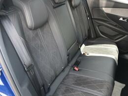 後席のスペースにもゆとりがあり、長時間のドライブも快適です。【PEUGEOT一宮:0586261611】