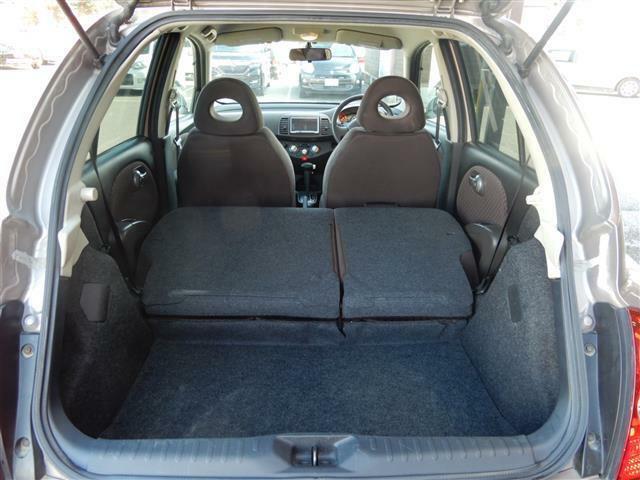 後部座席を倒せば、さらに大きな荷物や、長い荷物も収納できますよ!!