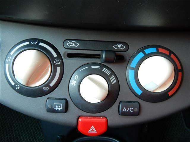 マニュアルエアコンです!操作が苦手な方でも使いやすいです!!