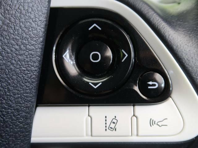 【レーントレーシングアシスト】高速道路走行時、車線からはみ出しそうになるとレーンの中央を走るようにステアリング操作をアシスト。より安全な運転をサポートしてくれます!