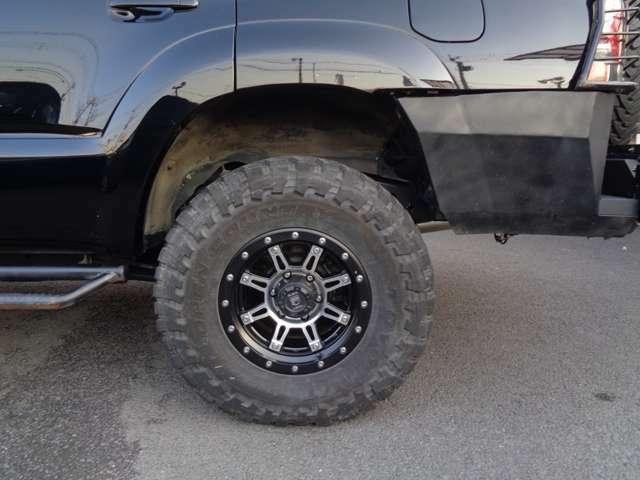 タイヤ溝もまだ残ってます。背面タイヤも同じ物が装着されてます。