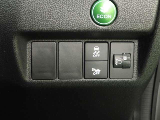 【VSA】横滑り防止装置!障害物を避けるのに急にハンドルを切った時など、4輪別々にブレーキをかけ、さらにパワーを制御して車の姿勢の乱れを抑え、運転にゆとりを与えます♪でもスピードの出しすぎにご注意を!