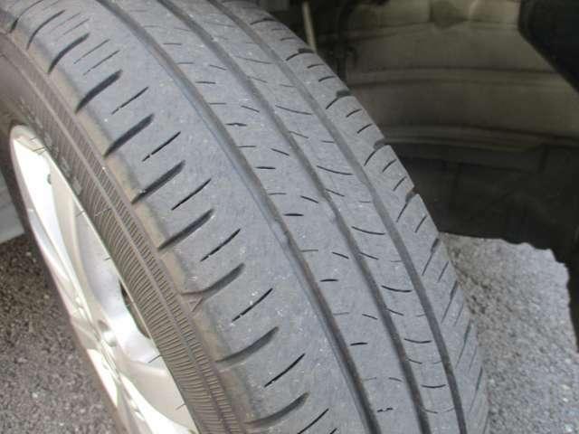 タイヤの溝もごらんの通りです!!