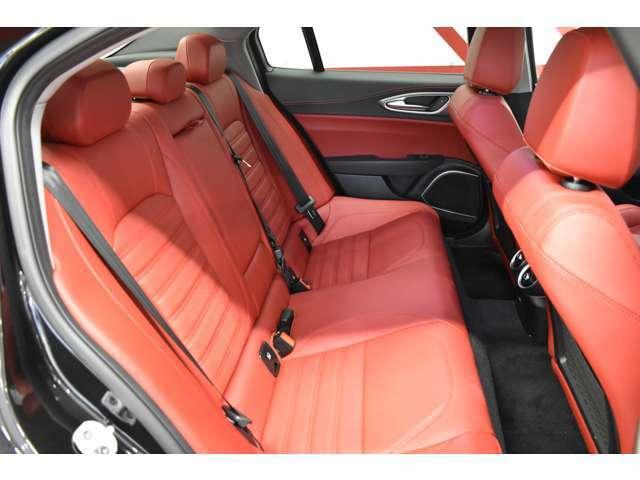 視認性や乗り心地を考慮して設計されたシートは、ホールド性も高くISOFIX対応となっております。