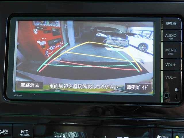 後方の死角をカバーするステアリング連動ガイド付きバックモニターも付いていますので車庫入れも安心&安全です♪