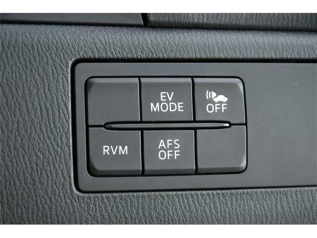 車線変更や合流でも安心の【RVM(後側方検知機能)】、雨天や夜間でも安心の【AFS】と運転支援装備も充実の1台です!!