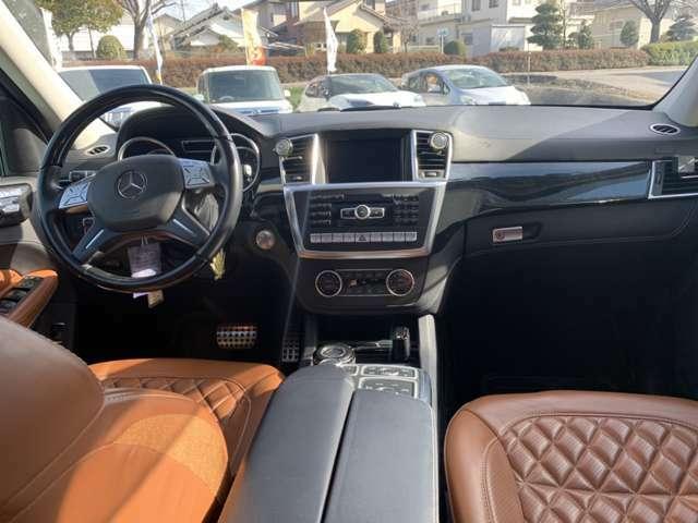 運転席も助手席も広々空間です。前方視界も広く見やすいです(`・ω・´)