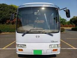 29人乗り、エアコン、パワステ、自動ドア、車内放送、ナビ、地デジ、バックカメラあります。