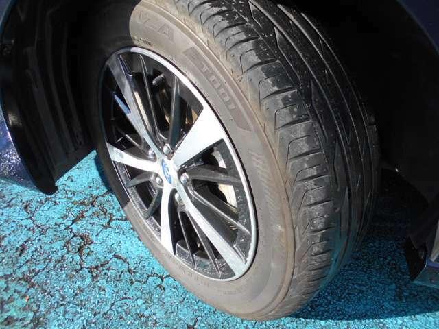 タイヤはブリヂストン製トランザ付き!!タイヤ山は5分山程!!新品&スタッドレスタイヤも格安海外品から国産品まで各種取り扱えますので交換ご希望の方はお気軽にご相談下さい!!!