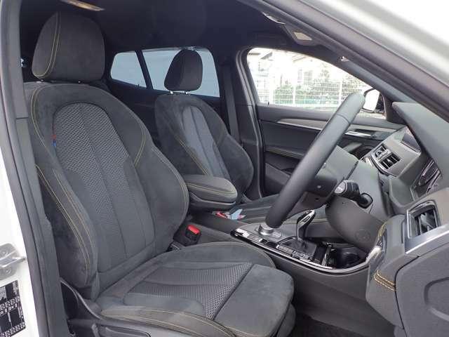 フロントシートのコンディションは非常に綺麗で良好です。上質なすわり心地と質感を是非お楽しみください。