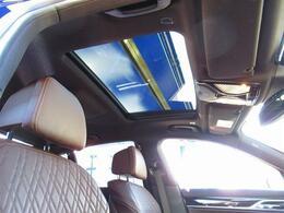 茶革・SR・ACC・インテリS・リモートP・OP20AW・NewiDriveナビ・アラウンドビュー・ハーマンカードン・HUD・マッサージ付きPシート・シートヒータークーラー・Cソナー・ディスプレイキー