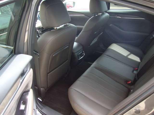後席は大人の方でもゆったり座れます。傷や汚れ等なく綺麗な車内です。シートの状態も良好です、ぜひ一度ご来店いただきご確認下さい!