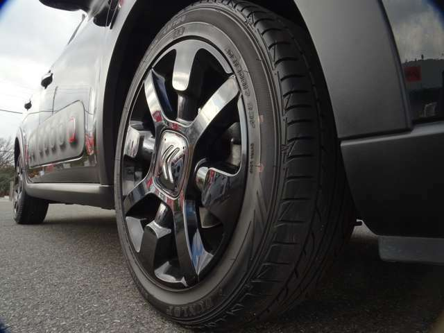 ではタイヤホイールのチェック!まずは右フロントから!タイヤの溝も多め、ホイールもキレイな状態です(続く)