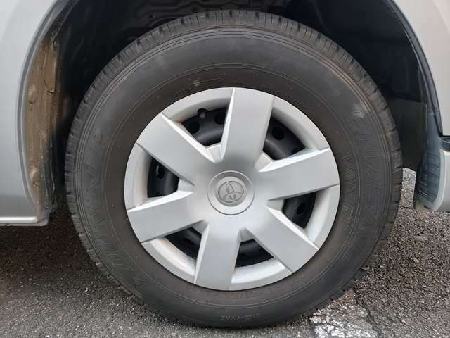 タイヤは'17製のダンロップ、エナセーブです。