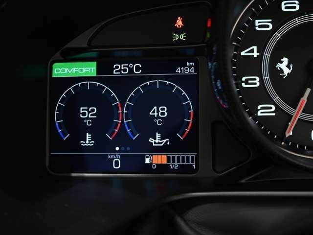 走行距離は約4,300kmです。新車保証が2022年9月まで残っており、新オーナー様へ継承していただくことが可能です。