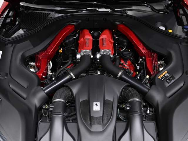 V8ツインターボエンジンを搭載。ダイレクトなレスポンスを楽しめ、扱いやすいエンジンです。トップエンドの胸をすくようなパワーはターボエンジンならではです。